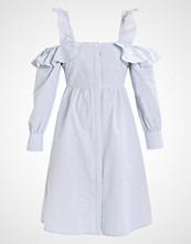 Lost Ink COLD SHOULDER DRESS Sommerkjole light blue