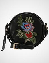 Missguided ROUND FLORAL BADGE CROSS BODY BAG Skulderveske black