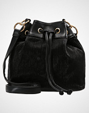 Missguided DRAWSTRING PLEATED BUCKET BAG Skulderveske black