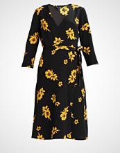 Miss Selfridge BOB FLORAL WRAP MIDI DRESS Sommerkjole floral