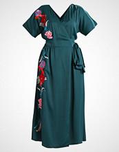 Lost Ink EMBROIDERED WRAP DRESS Fotsid kjole dark green