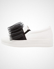 Lost Ink SABRINA BOW PLIMSOLL Slippers white