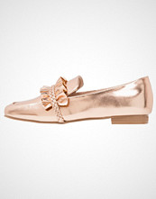 Lost Ink FIONA RUFFLE PLAIT LOAFER Slippers rose gold
