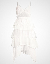 Lost Ink PANELLED EMBROIDERED FIT AND FLARE DRESS Cocktailkjole white