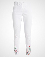 Dorothy Perkins FLORAL EMBROIDED HEM Jeans Skinny Fit white