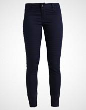 Vero Moda VMHOT FIVE BIKER ANKLE PANTS Jeans Skinny Fit night sky