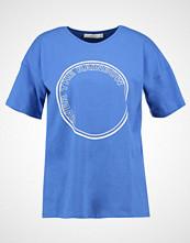 Gestuz RAINBOW Tshirts med print nebulas blue