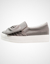 Lost Ink SASHA EYELET BOW DETAIL PLIMSOLL Slippers grey