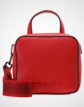 Calvin Klein EDGE SEASONAL SMALL Skulderveske red
