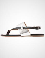 Dorothy Perkins FUTURE Flip Flops black