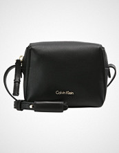 Calvin Klein DOWNTOWN SMALL CROSSBODY Skulderveske black