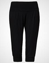 Curare Yogawear 3/4 sports trousers black
