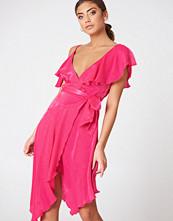 NA-KD Party Asymmetric Wrap Frill Dress rosa