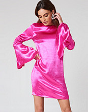 NA-KD Party Metallic Gathered Sleeve Mini Dress rosa