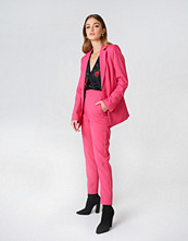 NA-KD Classic Straight Suit Pants rosa