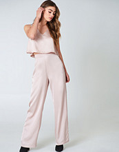 Hannalicious x NA-KD Flared Shiny Pants