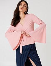 NA-KD Boho Wrap Over Bell Sleeve Top rosa