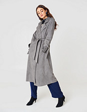 NA-KD Faux Suede Bonded Trenchcoat grå