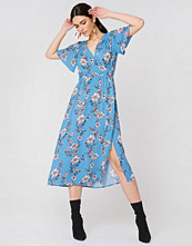 MinkPink Somerset Midi Dress blå