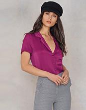 NA-KD Short Sleeve Satin Shirt lila