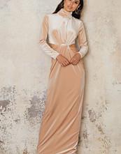 NA-KD Party Velvet High Neck Long Dress beige