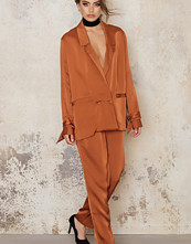 NA-KD Exclusive Straight Suit Pants
