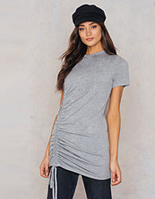 Boohoo Rouched Side T-Shirt Dress grå