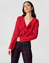 NA-KD Boho Asymmetric Frill Long Sleeve Blouse röd
