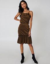 Qontrast x NA-KD Glitter Frill Skirt - Midikjolar