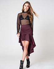 Qontrast x NA-KD Qontrast X NA-KD Asymmetric Frill Skirt