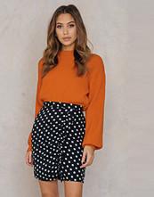 Qontrast x NA-KD Qontrast X NA-KD Side Frill Skirt