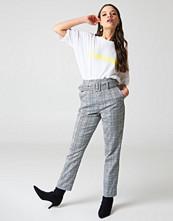 NA-KD Classic High Waist Belted Pants grå