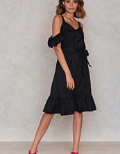 Trendyol Siyah Frill Sheer Dress svart