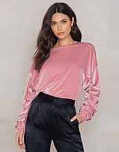 NA-KD Party Velvet Detailed Sweater rosa
