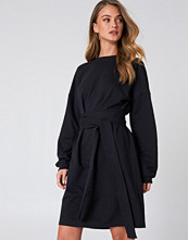 NA-KD Trend Tied Waist Oversize Dress