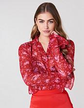 NA-KD Boho Chiffon Frill Sleeve Shirt röd multicolor