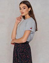 NA-KD Cherry Sleeve Embroidery Tee