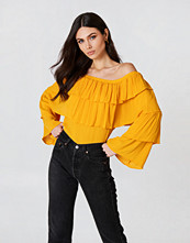 Josefin Ekström for NA-KD Off Shoulder Ruffle Top orange