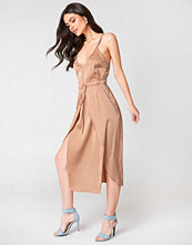 Linn Ahlborg x NA-KD Satin Look Midi Dress nude