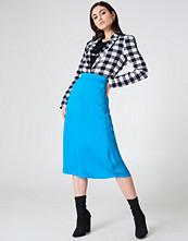 NA-KD Trend Satin Midi Skirt