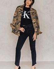 NA-KD Trend Slanting Hem Highwaist Jeans