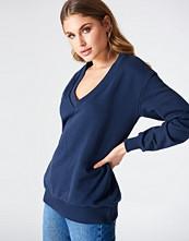 NA-KD Basic V-neck Basic Sweater blå