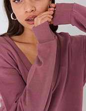 NA-KD Basic V-neck Basic Sweater rosa