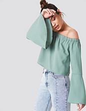 NA-KD Boho Off Shoulder Woven Wide Sleeve Top grön