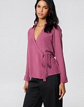 NA-KD Wrap Over Chiffon Shirt lila