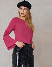 Qontrast x NA-KD One Sleeve Knot Top rosa