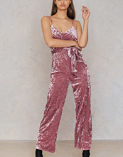 NA-KD Party Velvet Thin Strap Jumpsuit