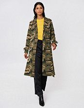 NA-KD Trend Camo Trench Coat