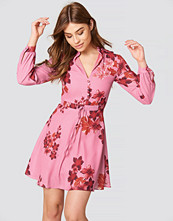 Trendyol Button Front Floral Dress rosa
