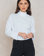 Trendyol Open Button Shoulder Pearl Top